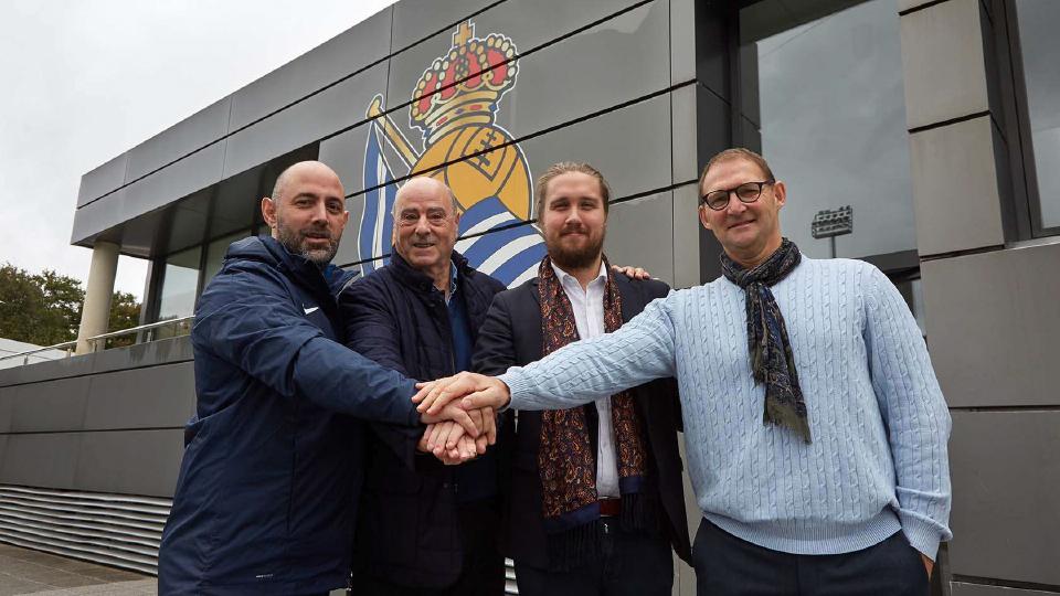 På bilden: Ricardo Heras (koordinator), Angel Oyarzun (vicepresident Real Sociedad), Niklas Allbäck (klubbchef ÖIS) & Hans Gren (utvecklingschef ÖIS akademi).