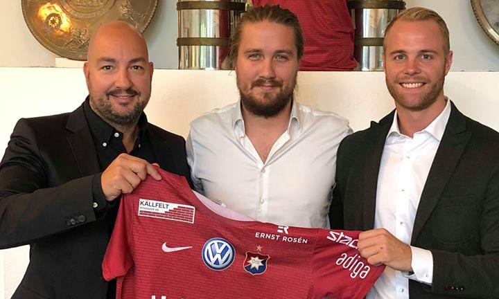 Pier Fiket och Sebastian Wickström från Offitech tillsammans med ÖIS Fotbolls klubbchef Niklas Allbäck.